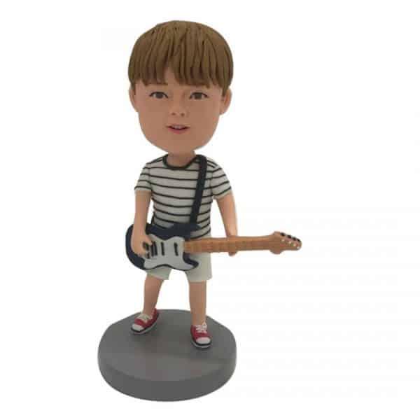 בובה קטנה מותאמת אישית ילד עם גיטרה